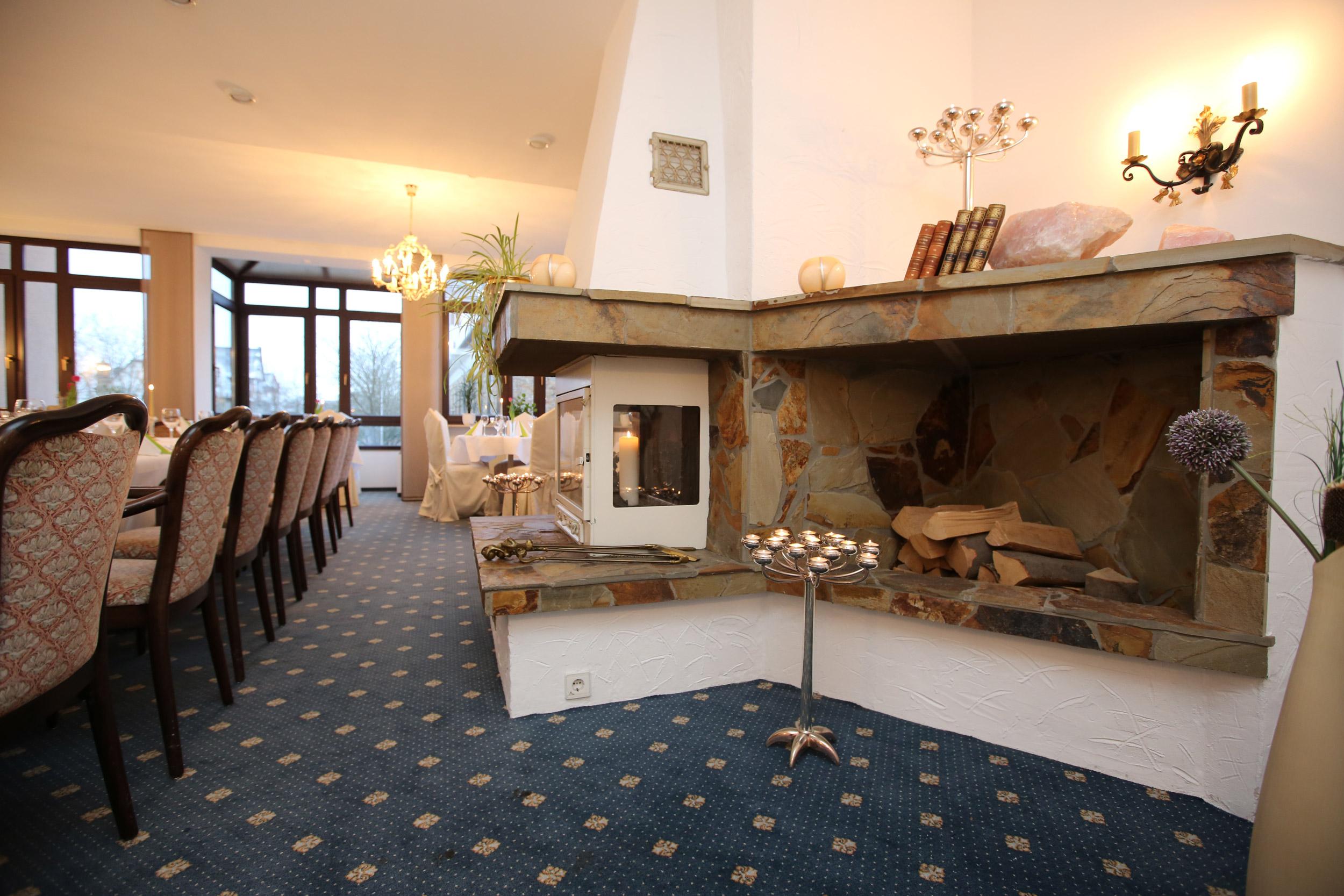 Kaminzimmer / fireplace lounge.